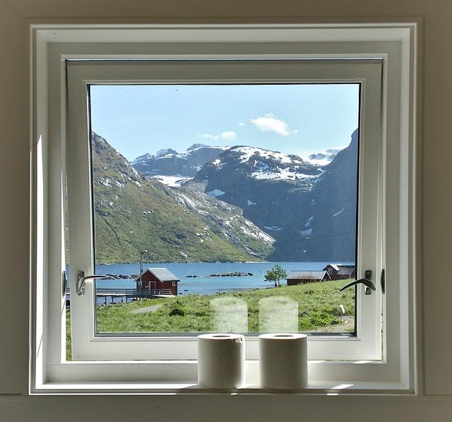 výhled oknem koupelny