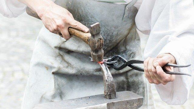 práce kováře