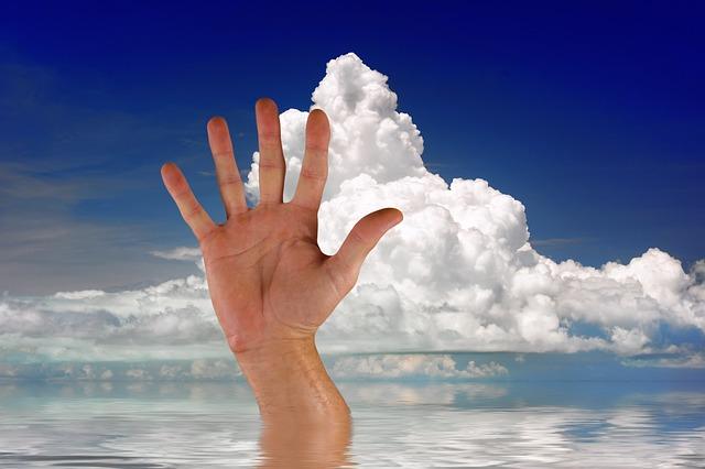 ruka z moře