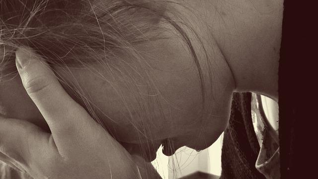 uplakaná dívka