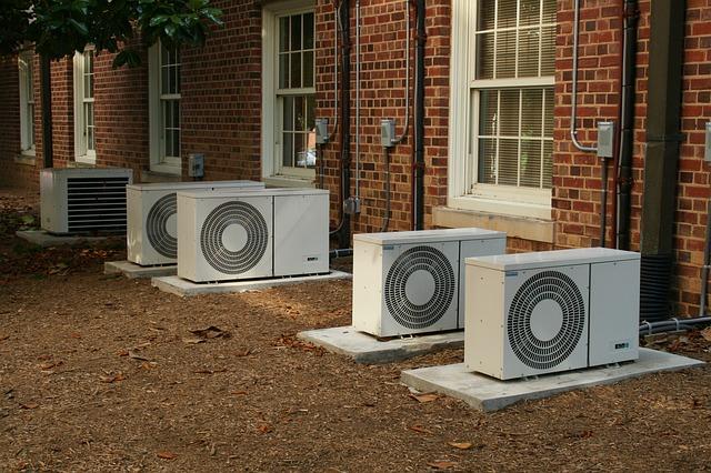 klimatizace u budovy.jpg