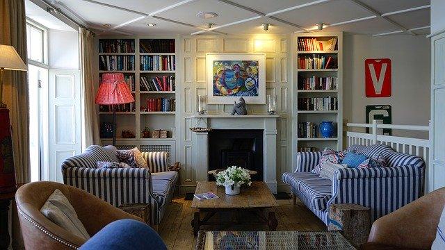 nábytek v obývacím pokoji.jpg